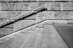 Concrete trapkant met ijzertraliewerk Royalty-vrije Stock Fotografie