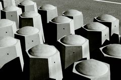Concrete verkeersbeperkers stock afbeeldingen