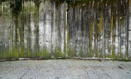 Concrete wall with gravel Royalty Free Stock Images