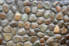 Concrete wall with pebbles Royalty Free Stock Photography