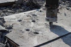 Concreto de destrozo del martillo perforador Imagen de archivo