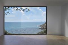 Concreto vazio interno vivo do sótão na opinião do mar Imagens de Stock Royalty Free