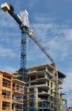 Conctruction concreto y de madera de los edificios de marco Imagen de archivo