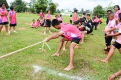 Concurreer in getoonde touwtrekwedstrijd royalty-vrije stock foto