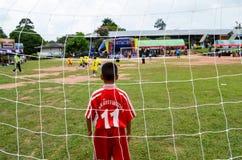 Concurreer het team van het jonge geitjesvoetbal stock afbeeldingen