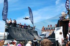 Concurrence de BMX à l'événement implacable de Boardmasters Images stock