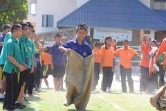 Concurrence de conflit d'étudiants Concurrence à l'école primaire Images stock