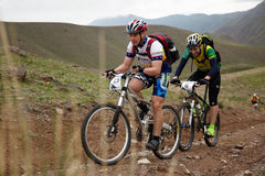 Concurrence de vélo de montagne d'aventure Image stock