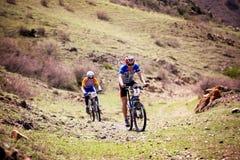 Concurrence de vélo de montagne d'aventure Images libres de droits