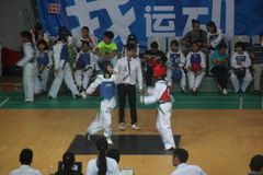 Concurrence furieuse du Taekwondo à Shenzhen Photos stock