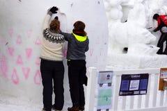 Concurrence internationale de sculpture sur neige images stock