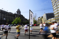 Concurrent couru pendant la course de marathon Images stock