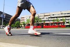 Concurrent couru pendant la course de marathon Images libres de droits