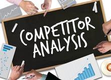 CONCURRENTanalyse en het plan van de de cycluszakenman van het Productleven royalty-vrije stock afbeeldingen