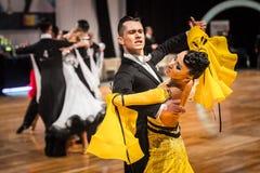 Concurrenten dansende langzame wals of tango Royalty-vrije Stock Afbeelding