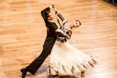 Concurrenten dansende langzame wals of tango Stock Foto
