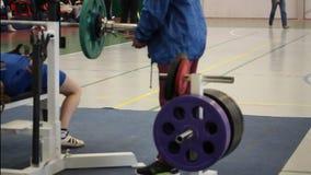 Concurrentie bij het powerlifting stock videobeelden