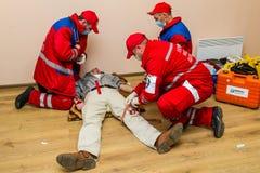 Concurrentie van noodsituatie medische teams in Uzhhorod Stock Foto's
