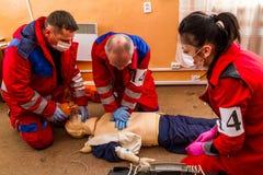 Concurrentie van noodsituatie medische teams in Uzhhorod Stock Fotografie