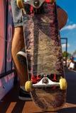 Concurrentie voor het met een skateboard rijden en gekrast skateboard royalty-vrije stock foto