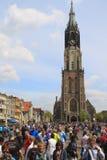 Concurrents se réunissant devant le chemin en fonction à Delft Photo libre de droits