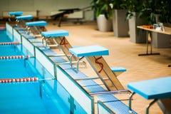 Concurrerend zwembad royalty-vrije stock afbeeldingen