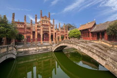 Condado de Fushun Fushun, provincia de Sichuan, Ling Xing Gate Temple imagen de archivo