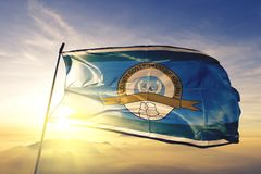 Condado de Kisumu da tela de pano de matéria têxtil da bandeira de Kenya que acena na névoa superior da névoa do nascer do sol imagem de stock royalty free
