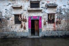Condado de Yixian, parede de Anhui Hongcun coberta com o presunto do bacon dos civis Fotografia de Stock