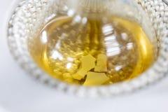 A condensação da evaporação do estudo as substâncias componentes da mistura líquida no laboratório imagem de stock royalty free