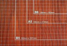 Condensador de ajuste de papel usado para scrapbooking Fotos de archivo