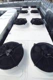 Condensador grande del agua al aire libre en la azotea Imagen de archivo libre de regalías