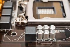 Condensador y componentes electrónicos Imágenes de archivo libres de regalías