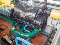 Condensateur dans la salle de machine de la station de pompage historique de vapeur Photos stock