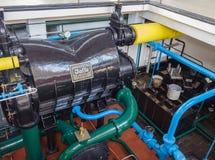 Condensateur dans la salle de machine de la station de pompage historique de vapeur Images libres de droits