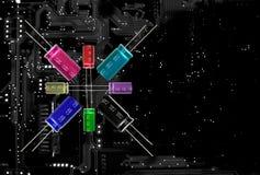 Condensateurs, multicolores électrolytiques et beaucoup de tailles sur l'electroni Photographie stock libre de droits