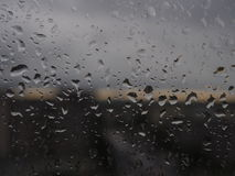 Condensation sur le verre pendant le matin Baisses sur le verre Images libres de droits