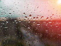 Condensation sur le verre pendant le matin Baisses sur le verre Photos stock