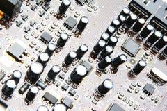 Condensatoren op de Raad van de Elektronika Royalty-vrije Stock Afbeeldingen