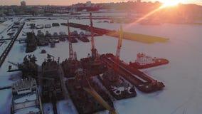 Condição de navios logísticos, tiro aéreo do inverno vídeos de arquivo