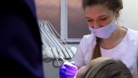 Condición de controles del dentista de los dientes de los pacientes almacen de video
