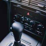 Condición del aire en el panel moderno del coche imagen de archivo
