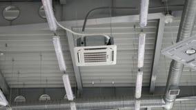Condicionador de ar tipo cassette que funde o ar frio filme