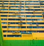 Condicionadores de ar no arranha-céus imagens de stock