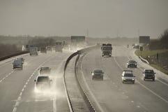 Condiciones de conducción peligrosas en el A421 ocupado Fotos de archivo