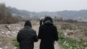 Condiciones de vida espantosas debajo de las tiendas en campamento de refugiados en Bosnia Ruta balcánica