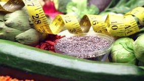 condiment в серебряном лотке для vegan, чистой еды и сырцовой диеты видеоматериал