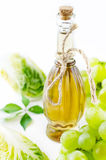 Condiment de vinaigre balsamique dans une bouteille pour la salade Photo stock