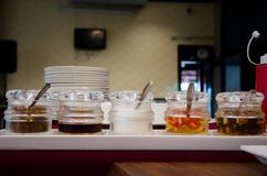 Condimentación en barra de la comida fría Imagen de archivo libre de regalías
