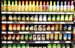 Condimenti dell'insalata sugli scaffali Fotografia Stock Libera da Diritti